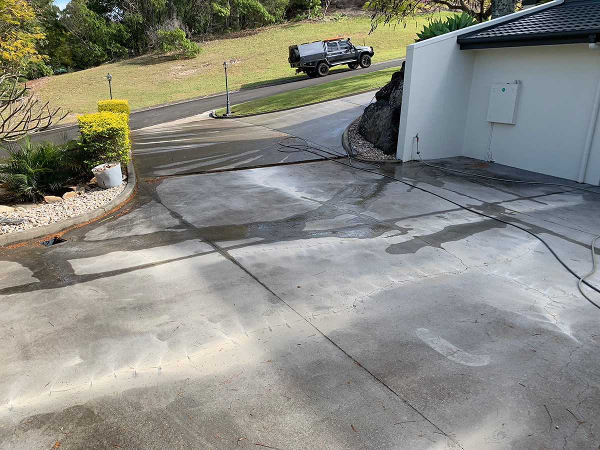 repair cracked concrete driveway prior to coloured coating gold coast